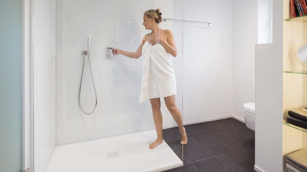Bodenebene Duschen erleichtern den Ein- und Ausstieg in die Dusche.